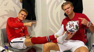 Ödegaard y Haaland posan tras una victoria de Noruega.