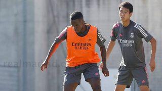 Pipi, junto a Vinicius en un entrenamiento del primer equipo. (Realmadrid.com)