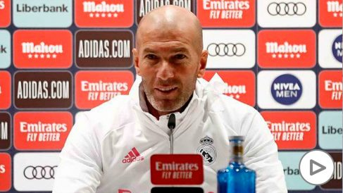 Zidane, durante una rueda de prensa. (Realmadrid.com)