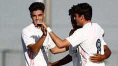 Los jugadores del Castilla celebran un gol.