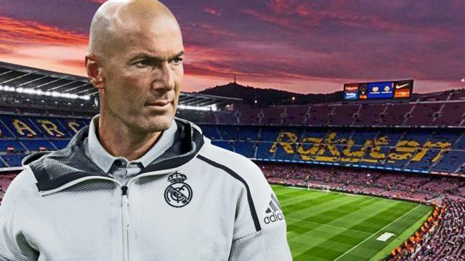 Zidane vuelve al patio de su casa