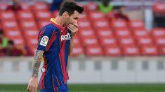 Messi se lamenta tras una acción del Clásico. (AFP)