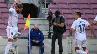 Sergio Ramos y Lucas Vázquez, tras el gol del capitán. (AFP)