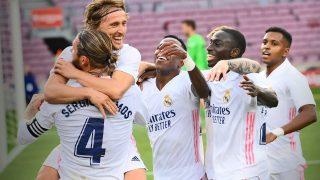 Los jugadores del Real Madrid celebra la victoria en el Camp Nou.