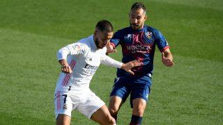 Hazard, durante un partido contra el Huesca. (AFP)