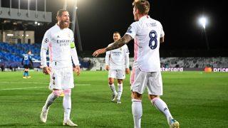 Sergio Ramos y Kroos celebran el gol. (AFP)