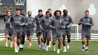 Eden Hazard trota junto a sus compañeros en el entrenamiento de este miércoles. (realmadrid.com)