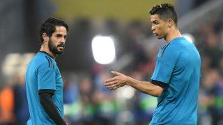 Isco y Cristiano Ronaldo, antes de un partido con el Real Madrid. (AFP)