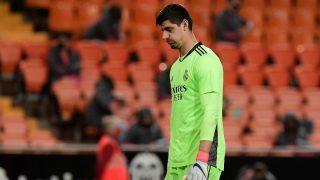Courtois, en el partido ante el Valencia. (AFP)