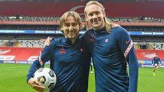 Modric posa con Vida tras un entrenamiento con la selección de Croacia