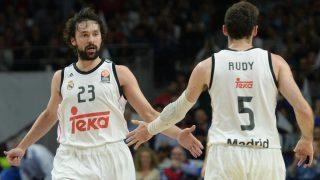 Llull y Rudy se saludan en un partido del Real Madrid. (Getty)