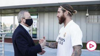 Florentino Pérez y Sergio Ramos se saludan.