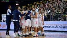 Los jugadores del Real Madrid se conjuran. (ACB Photo)