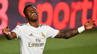 Vinicius se lamenta en un partido del Real Madrid. (AFP)