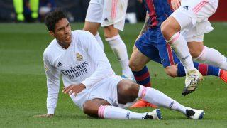 Varane, en una imagen del Clásico. (AFP)