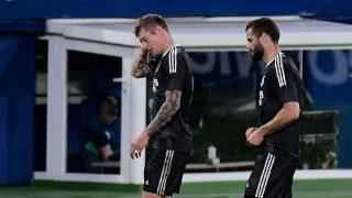Nacho Fernández junto a Kroos en el Villarreal-Real Madrid. (AFP)