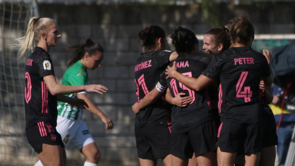 Las jugadoras del Real Madrid Femenino celebran uno de los goles ante el Betis. (@realmadridfem)