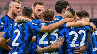 Los jugadores del Inter de Milán celebran un gol ante el Torino. (AFP)