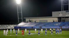 Real Madrid y Alavés rinden homenaje a Maradona. (EFE)