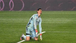 Courtois se lamenta tras encajar un gol (AFP)