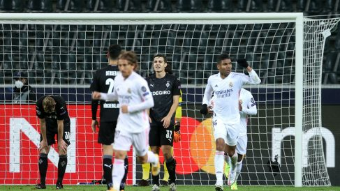 Casemiro celebra su tanto en el Borussia Park. (Getty)