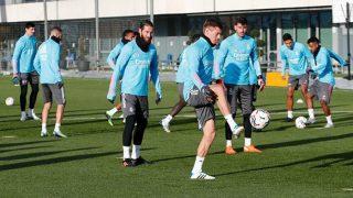 Sergio Ramos se ejercita con el grupo en la sesión previa al Sevilla. (realmadrid.com)