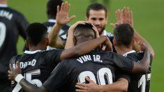 Los jugadores del Real Madrid celebran el gol ante el Sevilla (AFP).