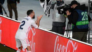 Carvajal celebra el segundo gol del Madrid. (AFP)