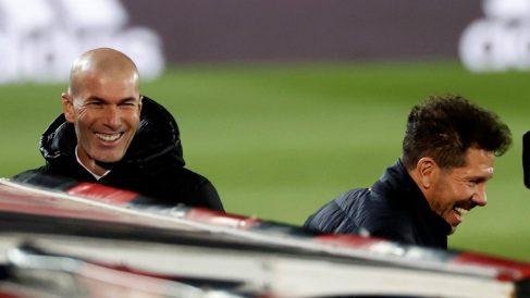 Zidane y Simeone, durante el derbi madrileño (EFE).