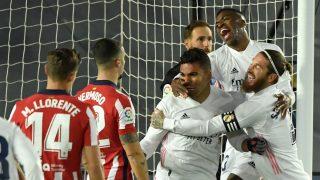 Los jugadores del Real Madrid celebran el primer gol del derbi (AFP).