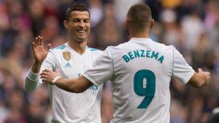 Benzema y Cristiano celebran un gol durante la etapa del luso en el Real Madrid. (Getty)