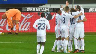 Los jugadores del Real Madrid celebran uno de los tantos. (AFP)