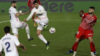 Asensio intenta un gol de tacón. (EFE)
