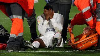 Rodrygo, lesionado en el césped del Di Stéfano. (EFE)