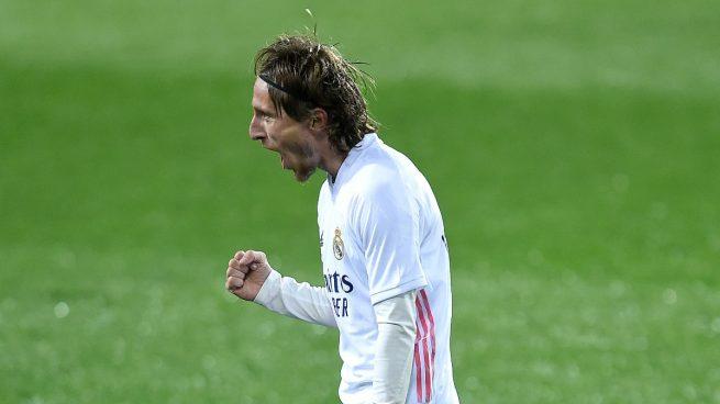 Modric vuelve… con la renovación bajo el brazo