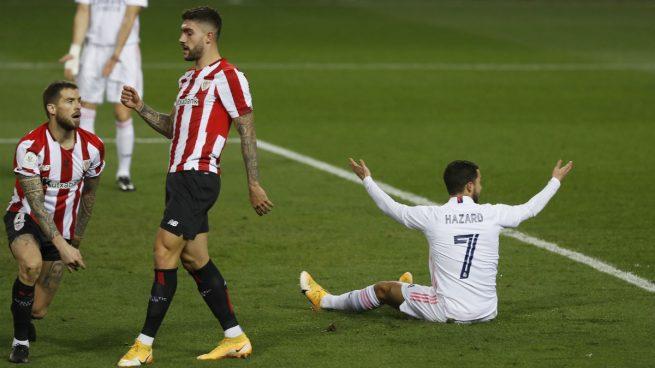 Hazard reclamó penalti de Núñez cuando se plantaba solo contra Simón