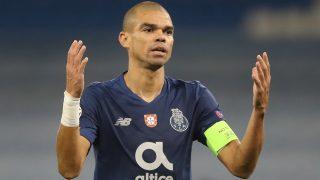 Pepe durante un partido con el Oporto. (AFP)