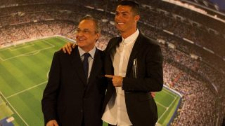 Cristino Ronaldo y Florentino Pérez, juntos en el Bernabéu. (Getty)