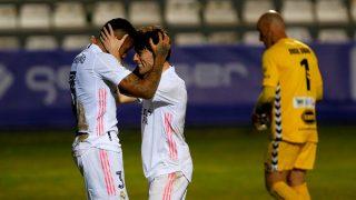 Militao y Odriozola celebran el 0-1 del Real Madrid ante el Alcoyano. (EFE)