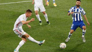 Toni Kroos, durante el partido contra el Alavés (EFE).