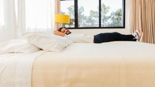 Marcelo, en su cama Hogo, en una publicación compartida en Instagram por el jugador del Real Madrid