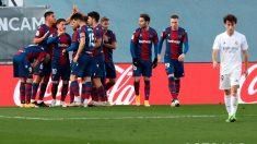 Los jugadores del Levante celebran un gol. (EFE)