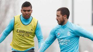 Hazard, en un entrenamiento junto a Casemiro.