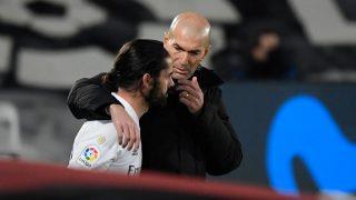 Isco y Zidane, durante un partido.