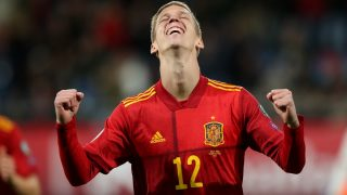 Dani Olmo celebra su primer gol con la selección española. (Getty)