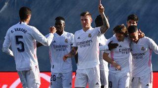 Kroos y sus compañeros celebran el 2-0 en el Real Madrid-Valencia. (AFP)