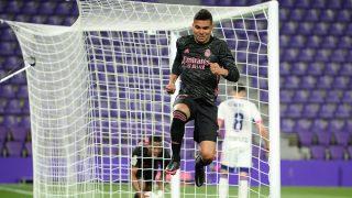 Casemiro celebra el 0-1 ante el Valladolid que dio los tres puntos al Real Madrid. (Getty)
