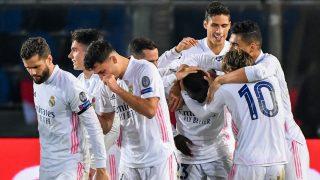 Los jugadores del Real Madrid tras el gol de Mendy ante el Atalanta. (AFP)