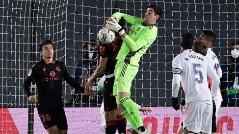 Courtois, en el partido ante la Real Sociedad. (AFP)
