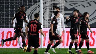 Los jugadores de la Real celebran el gol de Portu. (AFP)